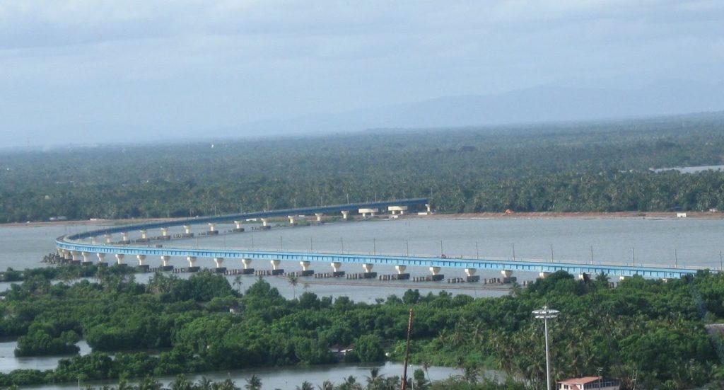 ভারতের দীর্ঘতম রেলওয়ে ব্রীজ হল Vallarpadam Bridge